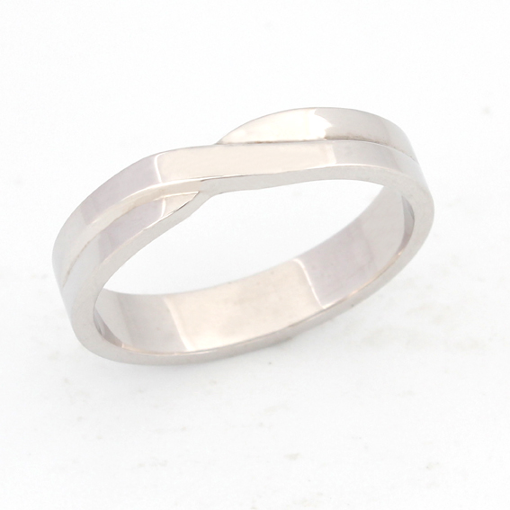 604 - A crossover twist, from 2.5mm - ideal for a solitaire.