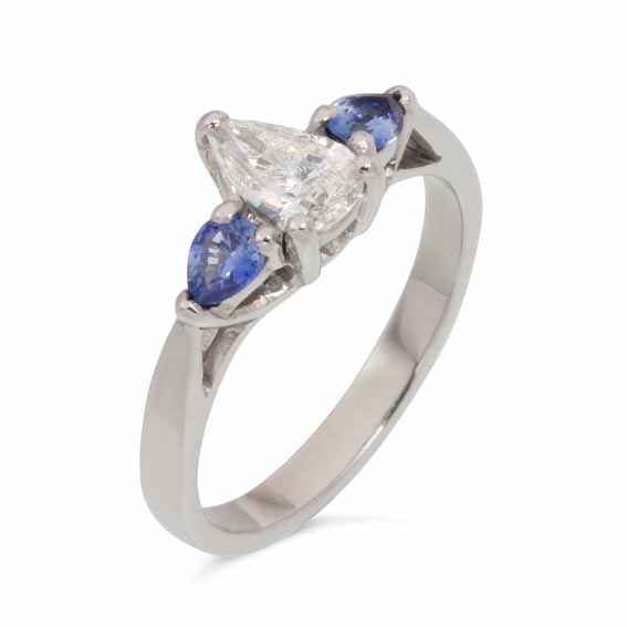ER118 Central pear shaped diamond with two sapphires